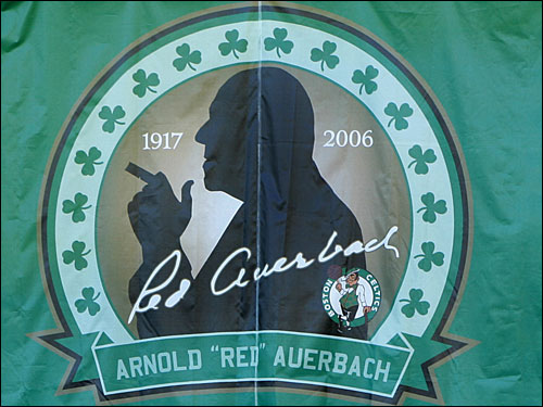 A banner that hung in the background included a silhouette of Auerbach with his trademark cigar.