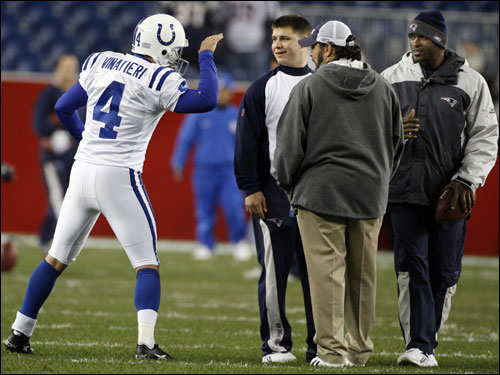 Vinatieri greeted some Patriots personnel on the field before kickoff.