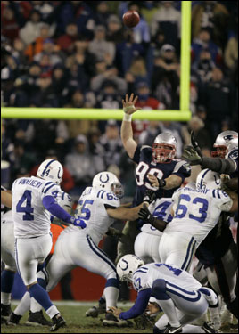 Adam Vinatieri missed a chance to ice the game late in the fourth quarter with this missed 37-yard field goal.