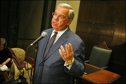 Mayor Thomas M. Menino apologized yesterday for the long wait that some voters in predominantly minority districts encountered at the polls Tuesday, after a high turnout resulted in ballot shortages. ''It should not have happened,'' he said.