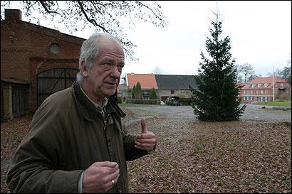 Baron Krafft von dem Knesebeck bought back 1,600 acres of family land in Karwe.
