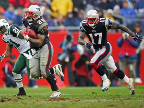 Patriots running back Corey Dillon (28) broke a 50-yard run in the first quarter as wide receiver Chad Jackson (17) looked on.