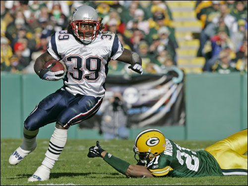 Patriots running back Laurence Maroney (39) got past Green Bay cornerback Charles Woodson during the first half.