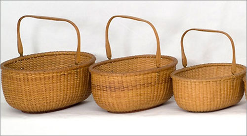 Nantucket Baskets Nantucket baskets are the perfect gift for anyone who wants a touch of New England in their home. Online manufacturers, including Simply Nantucket Baskets , offer unique baskets to use as home decoration or handbags.