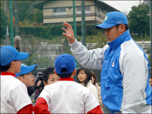 Daisuke Matsuzaka, right, taught his skill to young participants during a clinic for fans at a Seibu Lions' ground in Tokorozawa, north of Tokyo. The Red Sox bid $51.1 million for the right to negotiate with Matsuzaka, who was the MVP of last spring's World Baseball Classic.