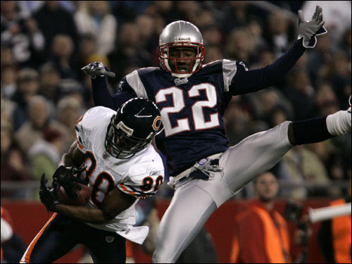Chicago Bears wide receiver Bernard Berrian (left) hauled in a pass after beating Patriots cornerback Asante Samuel in the first quarter.