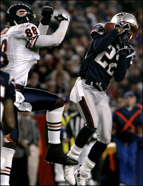Patriots cornerback Asante Samuel, right, intercepted a pass intended for Chicago Bears wide receiver Desmond Clark in the third quarter.