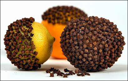 Simple-to-make pomanders use cloves to add a fragrant touch to holiday displays.