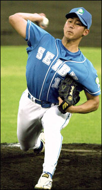 Matsuzaka pitches against Orix BlueWave in Kobe in August of 2000.