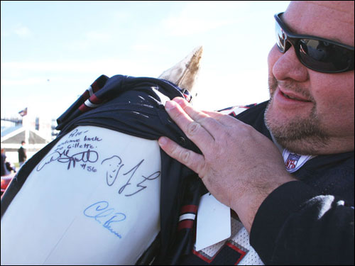'Pete the Penguin' had appeared in a Jay Leno interview in the past. Leno signed Pete's belly.