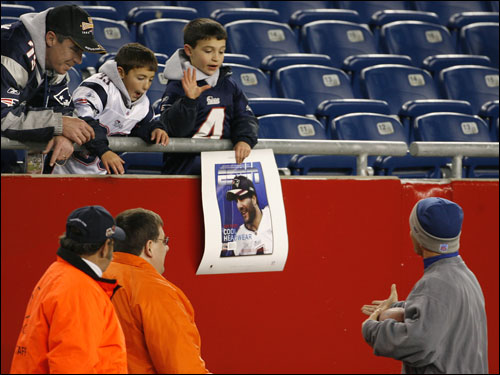New England fans looked for Vinatieri's autograph.