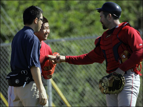 Jason Varitek (right) and Daisuke Matsuzaka (center) talked during spring training workouts.