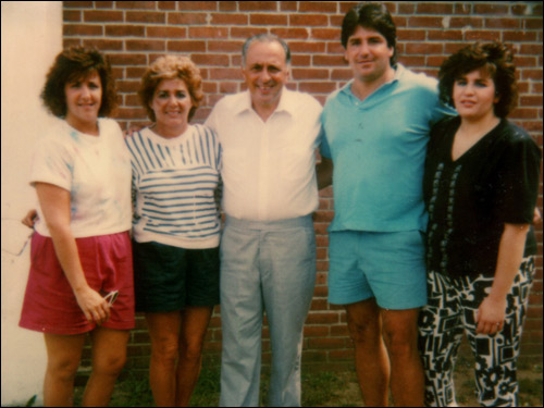 In 1989, was visited at Norfok prison. From left to right are Caroline (daughter), Olly (wife), Limone, Peter (son), and Janine (daughter).