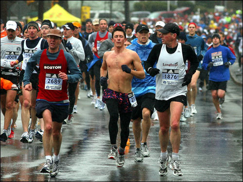 In a season of long sleeves and various forms of head covers, one marathoner went against the grain.