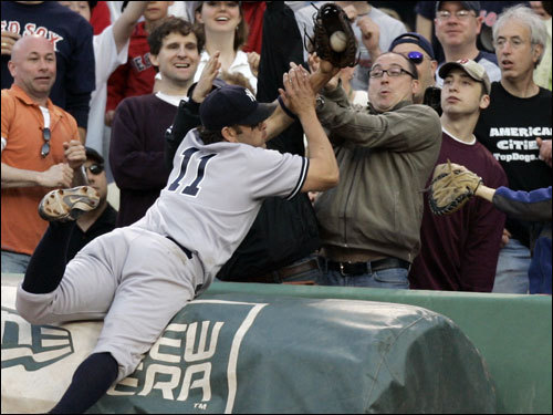 Yankees first baseman Doug Mientkiewicz (11) made a spectacular catch in the stands to end the seventh inning.