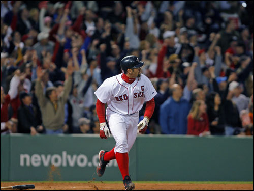 Jason Varitek hits the 4th of 4 consecutive Red Sox home runs