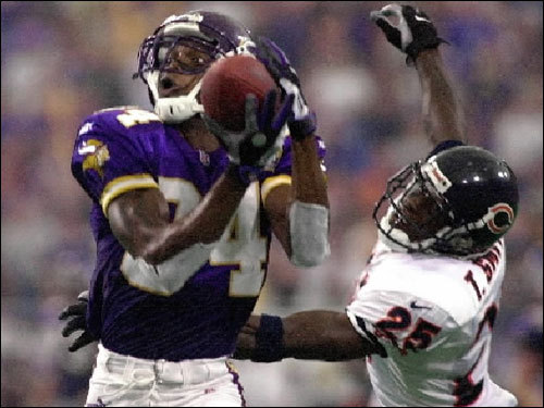 In November 1999, Moss was fined $10,000 by the NFL for verbal abuse of an official during a game against Chicago.