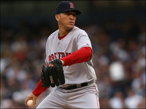 Red Sox starter Julian Tavarez delivered a pitch in the first inning.