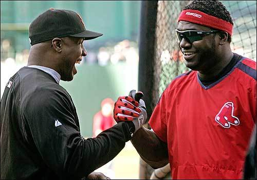 Bonds (left) and David Ortiz shared a laugh before Friday's game.