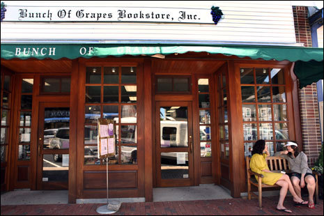 The Bunch of Grapes Bookstore in downtown Vineyard Haven. Frommer's picks: Attractions, restaurants, lodging