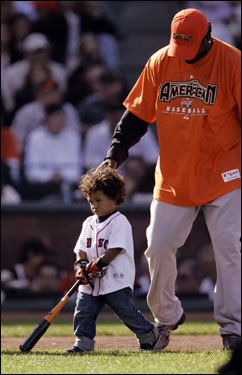 Ortiz plays with his son, D'Angelo, before the Home Run Derby.