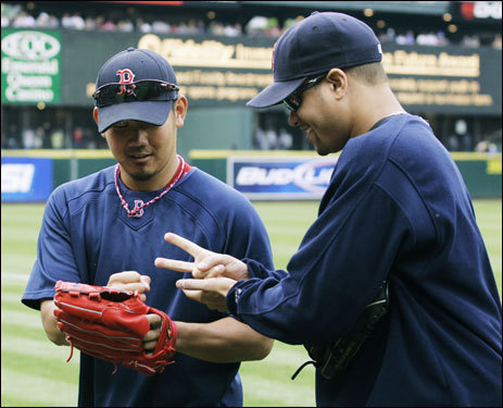 Matsuzaka has shown an excellent attitude in Boston, and can often be seen having fun with teammates, as in this photo where he played 'Rock, Paper, Scissors' with Manny Delcarmen.