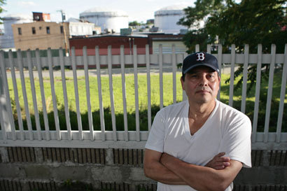 Miguel Amaya wants to sell his house because of the smell of the neighborhood.