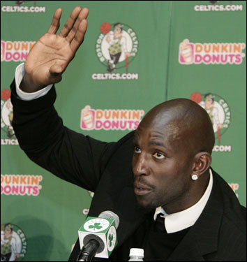 Garnett shows off the big hands that helped him lead the league in rebounds per game in 2006-2007.
