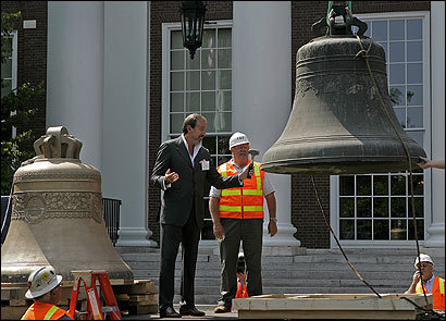 Vladimir Voronchenko, chairman of the Link of Times Foundation, rang the bell yesterday that will replace one that has hung for decades atop Baker Library at Harvard Business School. The older bell is returning to Moscow.