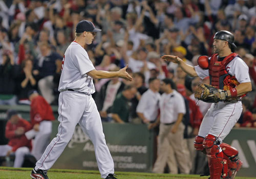 Jonathan Papelbon closed out Boston's victory over Minnesota.