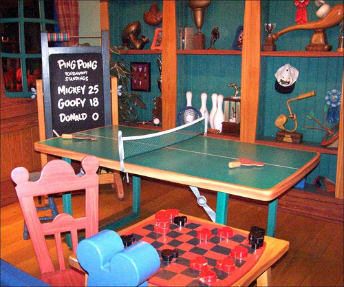 Here's a shot of the game room in Mickey's house at the Magic Kingdom. Looks like poor Donald could use some improvement on his ping-pong game.
