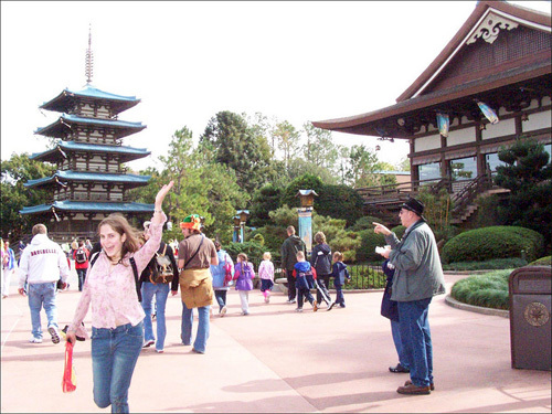 Kelly shows her excitement to be at Japan in the World Showcase half of the EPCOT theme park.