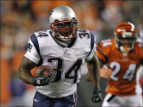Pats RB Sammy Morris ran the ball in the second quarter.