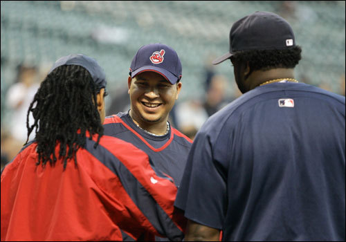 Indians shortstop Jhonny Peralta (center) talked with Manny Ramirez (left) and David Ortiz.