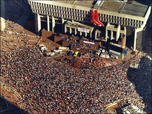 An overhead view of City Hall Plaza as fans gathered during a rally for the Red Sox after they lost the 1986 World Series to the New York Mets.