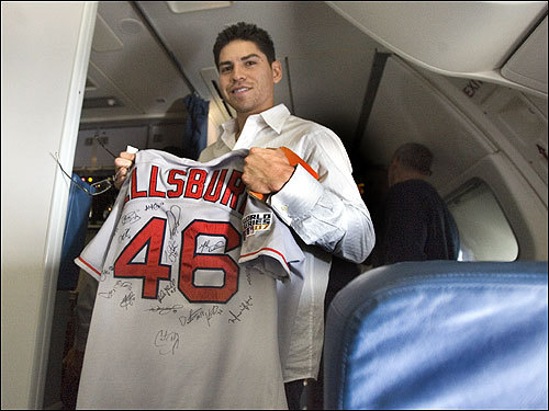 After several signature moments in the World Series, Jacoby Ellsbury took time out to have his teammates sign his jersey.