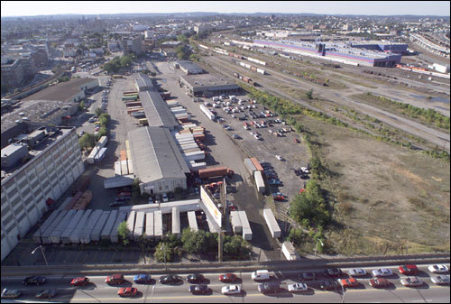 This photo from 2000 shows the proposed NorthPoint development site in East Cambridge. The cars at the bottom of the photo travel on the Gilmore Bridge/Charlestown Avenue.