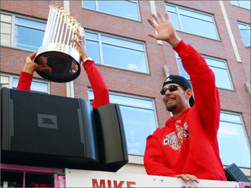 The Red Sox and Mike Lowell agreed today on a three-year deal to keep Lowell in Boston, while the Yankees and Alex Rodriguez have agreed to the outline of a 10-year deal to keep A-Rod in the Bronx. There was talk of Lowell going to New York after A-Rod opted out of his old contract, but in the end both third basemen stayed put. Here are five reasons it's great news for Sox fans that Lowell is staying here ...