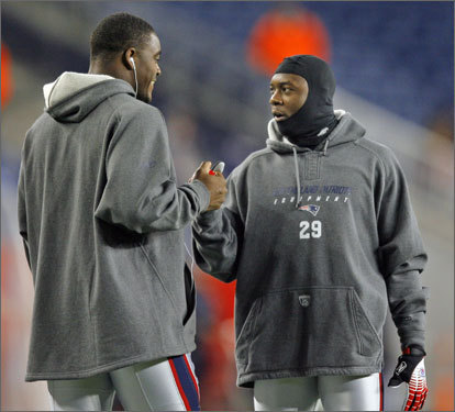 Patriots special teamers Pierre Woods (left) and Eddie Jackson greeted each other on the field.