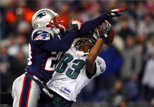 Greg Lewis (No. 83) of the Eagles caught a touchdown against the Patriots' Eddie Jackson at Gillette Stadium.