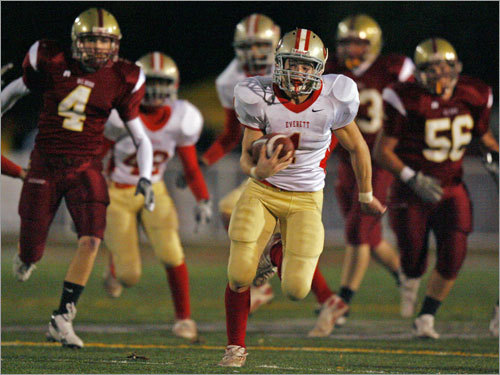 Everett's J.W. Forte (1) leaves BC High's special teamers in his wake while racing to a 65-yard punt return for a touchdown.