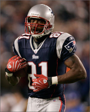 Randy Moss ran into the end zone for the score.