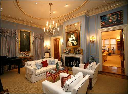 Look Inside The Living Room At The Oakwood Mansion