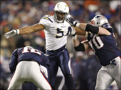 Tom Brady (left) ducked the rush of Chargers linebacker Stephen Cooper (center) during the game.