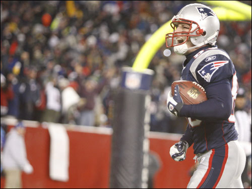 Wes Welker acknowledged the crowd after his third quarter touchdown.