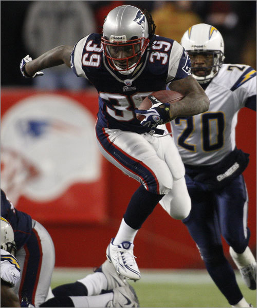 Laurence Maroney, Kevin Faulk, Heath Evans (FB), Kyle Eckel Arguably no Patriots player has come on stronger down the homestretch than Maroney (pictured), who has run for 100 or more yards in four of his last five games. Part of Maroney's rise is attributed to a return to health, but the second-year pro is also running with more decisiveness and finishing off runs in Corey Dillon-like style. Maroney once said he didn't want to initiate contact when he could run past it, but that has changed. Although Faulk is considered by some a third-down back, he played in 44 percent of the team's offensive snaps this season. The Patriots have used more no-huddle this year and that is Faulk's time to shine. The Patriots don't use many two-back sets, but Evans is an effective lead blocker.