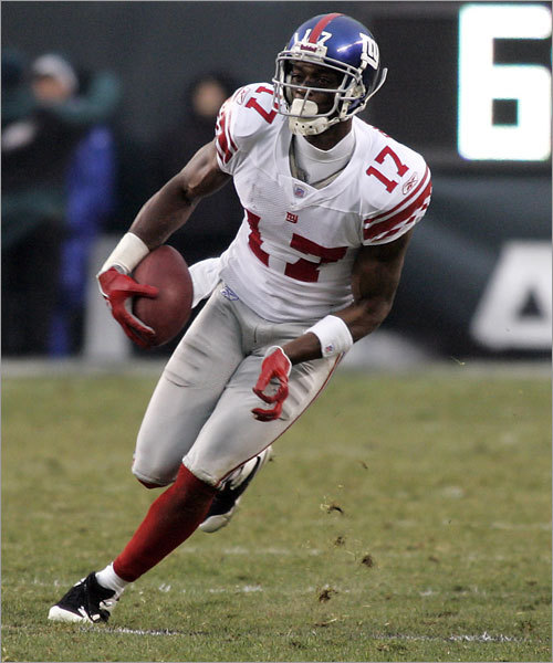 Plaxico Burress, Amani Toomer, Steve Smith, Sinorice Moss, David Tyree, Domenik Hixon, Kevin Boss (TE), Michael Matthews (TE), Jerome Collins (TE) After leading the Giants during the regular season with 70 receptions, Burress (pictured) is coming off a sizzling 11-catch, 151-yard performance in the NFC Championship game. At 6-5, 232 pounds, he creates a mismatch, especially close to the goal line, as evidenced in the season finale. Toomer starts on the opposite side and is more likely to attack the intermediate areas of the field. Smith comes on in the slot in 3-wide packages. Rookie Boss has played well enough to make Giants fans forget about the injured Jeremy Shockey. Boss hurt the Patriots in the season finale with 4 receptions. Edge: Patriots