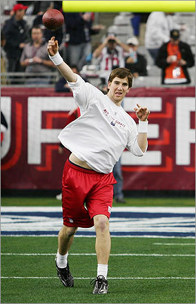 Giants quarterback Eli Manning threw practice passes before the game.
