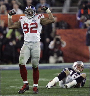 Michael Strahan posed after sacking Tom Brady in the third quarter.
