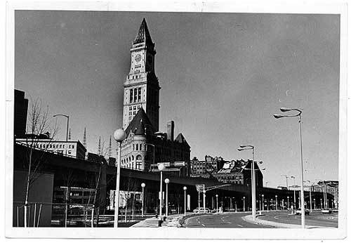 Walking and driving through Boston is an entirely new experience with the tracks down and the Central Artery gone, as these images reveal. Central Artery seen from Atlantic Avenue Jan. 18, 1976 There are some amazing old buildings in Boston, and if the death of the Central Artery did anything, it let those buildings breathe. Like the ornate Grain Exchange building on Milk Street (completed in 1892), in front of the Custom House Tower.